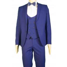 Мужской костюм тройка синего цвета.